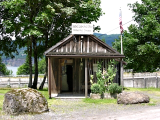 Image, 2005, Bridal Veil Post Office, Oregon, click to enlarge