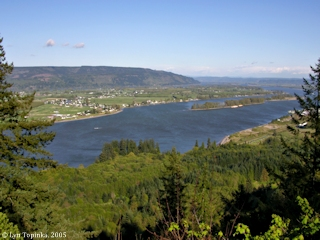 Image, 2005, Columbia River looking upstream from Bradley Wayside, Oregon, click to enlarge
