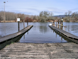 Image, 2004, Westport Slough Boat Dock, Clatskanie, Oregon, click to enlarge