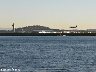 Image, 2005, Plane landing at Portland International Airport, click to enlarge