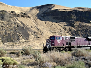 Image, 2005, CEFX 106 going through Wallula Gap at Port Kelley, click to enlarge