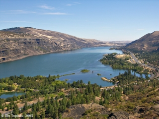Image, 2005, Columbia River upstream from Rowena Crest, click to enlarge