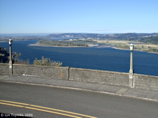 Image, 2006, View downstream from Vista House, click to enlarge