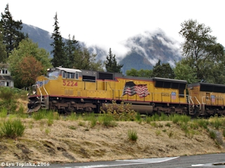 Image, 2006, Union Pacific at Cascade Locks, click to enlarge
