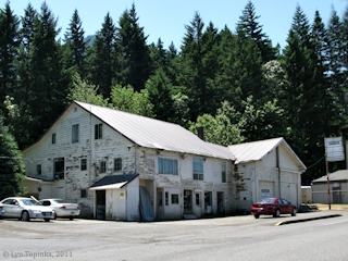 Image, 2011, Cascade Locks, street scene, click to enlarge
