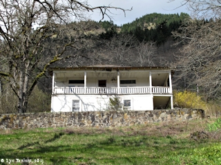 Image, 2013, Old house on Cook-Underwood Road, Washington, click to enlarge